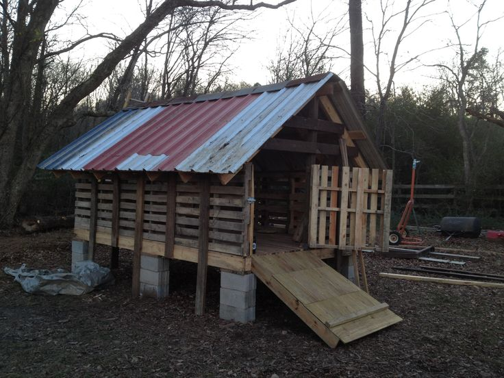 Pallet Goat Pen At Ferncliff Camp Goat Barn Keeping