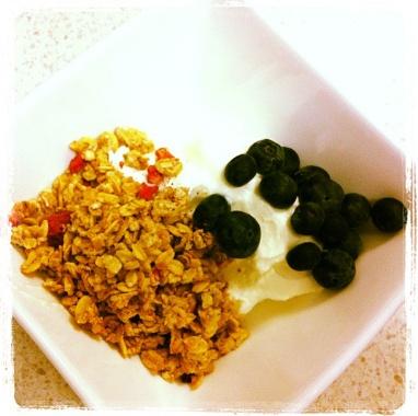 Blueberries, Greek Yoghurt, Oats = yummo!