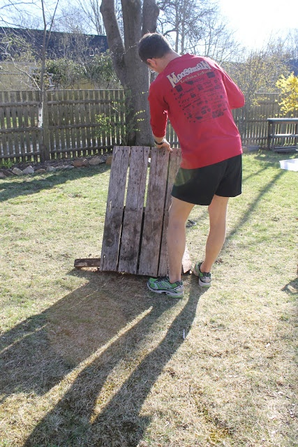 Migonis Home: DIY Pallet Flower Box.. Does give some direction on how to make long flower box