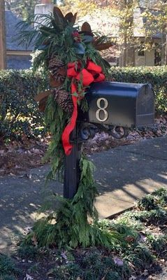 Christmas mailbox - love greenery & pinecones