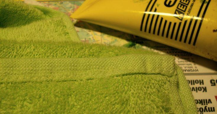 Viime viikolla ryhdyin nurmikon tekoon, kun kaupan alennuslaarista löytyi käsipyyhe 2 eurolla. Tein sanomalehdestä kaavan ja leikkasin nurmi...