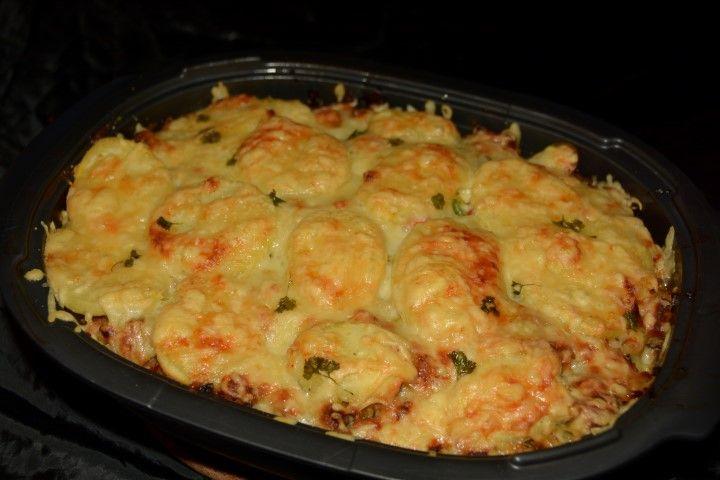 Ovenschotel van gehakt, prei en schijfjes aardappel met currypoeder