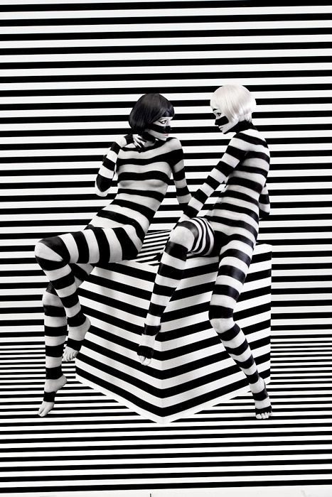 Body painting and makeup  for the Spring / Summer advertising campaign for Aizone, a luxury department store in the Middle East. Models were body painted in black and white patterns to match the signature patterns for the store.