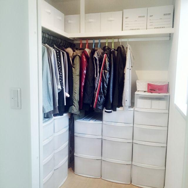 momokiraさんの、ベッド周り,クローゼット,100均,北欧,ニトリ,シンプル,衣類収納,衣装ケース,白が好き,ウォークインクローゼット,整理収納,いいね!ありがとうございます♪,こどもと暮らす。,木も好き,衣装ケース目隠し,28.11.23,寝室のウォークイン,のお部屋写真