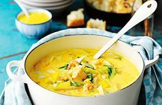 Recept på en underbar, matig fisksoppa med torsk, lax, räkor, fänkål och saffran.Koka en egen fond på räkskalen för att ge soppan mesta möjliga smak. Fisksoppa har ofta många ingredienser och tar en stund att göra, därför tipsar vi här även om en snabblagad och enkel fisksoppa. Du hittar även ett recept på fisksoppa med tomat, en lyxig bouillabaisse och en matig fiskgryta med saffran, lax och räkor.