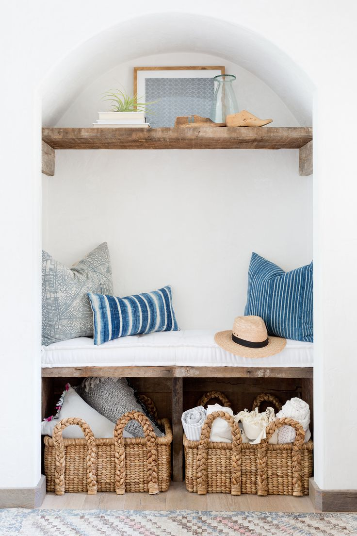 Cute little nook with bench and shelf, coastal decor // Kate Lester Interiors