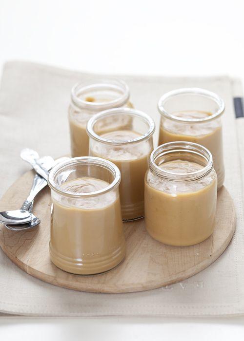 Butterscotch pudding  latte fresco intero 625ml  zucchero di canna demerara 200g  uova 2  burro 60g  fecola di mais 40g  estratto di vaniglia un cucchiaino  fleur de sel 1 cucchiaino scarso