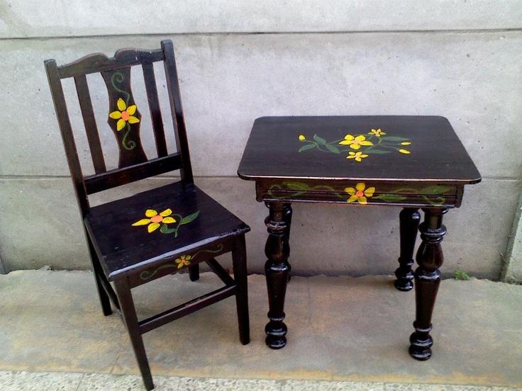 Mesa y silla negra