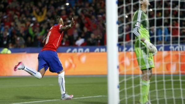 Cile-Messico 3-3, non basta un immenso Vidal ai padroni di casa - http://www.maidirecalcio.com/2015/06/16/cile-messico-3-3-non-basta-un-immenso-vidal-ai-padroni-di-casa.html