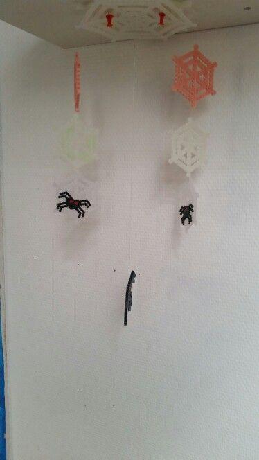 Fælles projekt Halloween uro med edderkopper