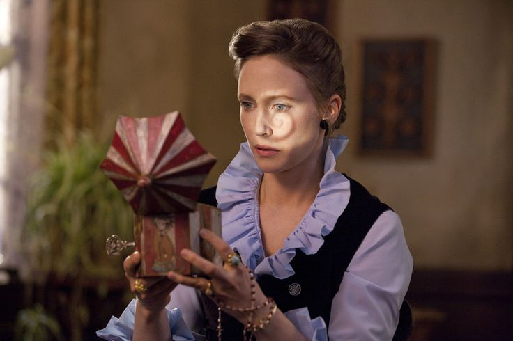 THE CONJURING Creepy Featurette Focuses on Lorraine Warren — GeekTyrant