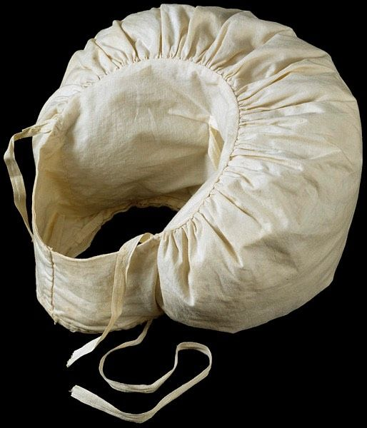 1830 Sleeve puff (Victoria & Albert Museum - London UK)