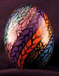 pattern on a one-of-a-kind real eggshell