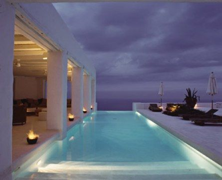 House in Greece.. I want to stay in this for a vaction!! :)