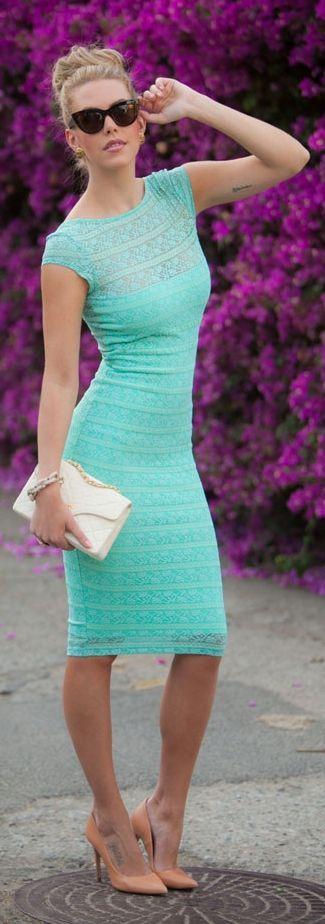 Street style Chic / karen cox.Mint lace dress, blush heels, white clutch