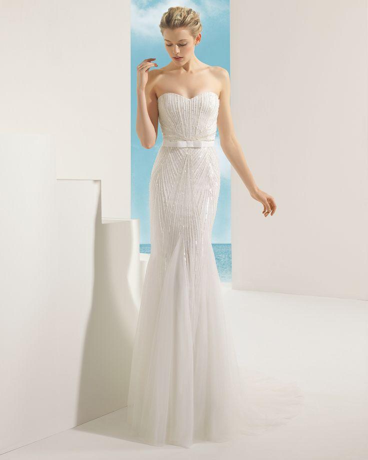 VALKIRIA vestido de novia en tul sedoso y pedrería .