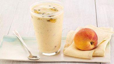 Um batido é uma bebida deliciosa e nutritiva que é simples e rápida de preparar! Vamos experimentar? #Batido_de_Pêssego_e_Maracujá #receitas #bebidas #batidos #fruta