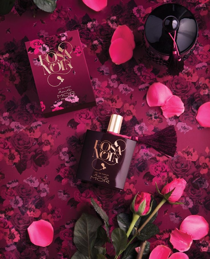 MOR ROSA NOIR. Hypnotic rays of Rose, Carnation and Lily of the Valley exude through velvety notes to create a seductive floral fragrance. Rosa Noir presents an alluring scent in an assortment of ingredient-rich products containing its signature Extracts of Wild Rose, Licorice, Fig and Hibiscus to complete the most exquisite bathing ritual.
