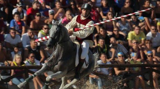 Cavaliere dei Sestieri ascolani nel gioco della Giostra della Quintana.