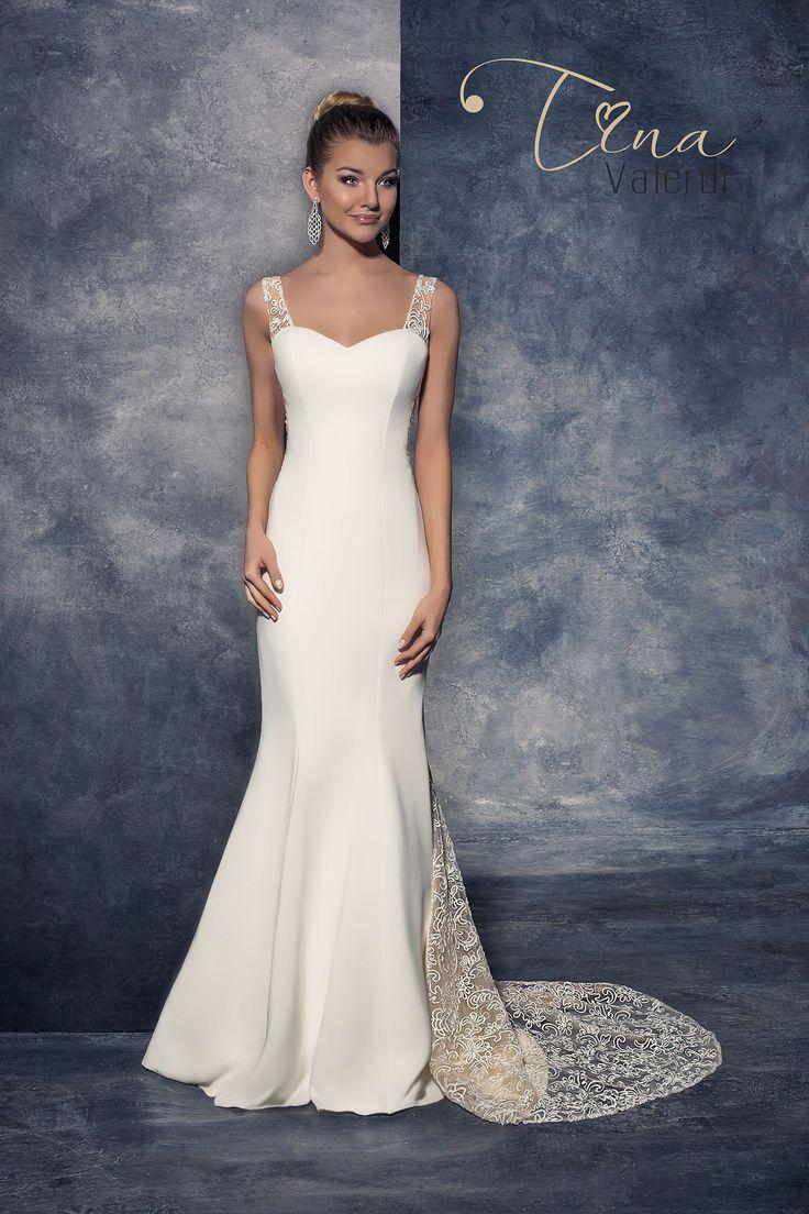 Krásne svadobné šaty v štýle morská panna zdobené čipkou