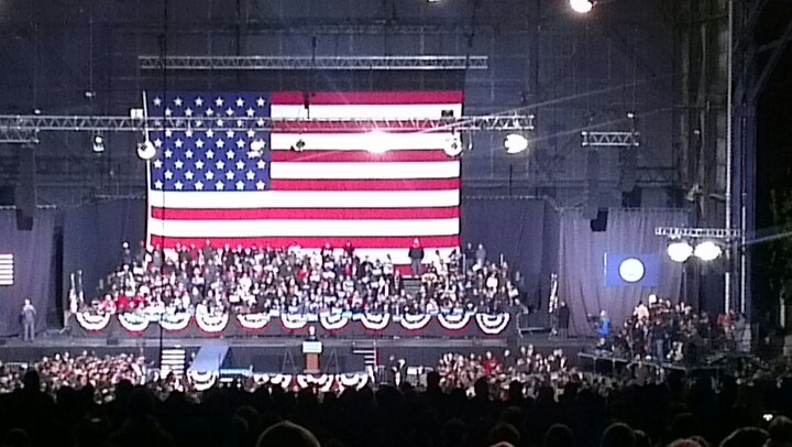 Obama in the podium in Virginia!