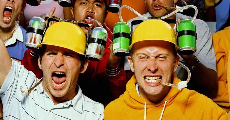Cómo hacer sombreros para beber refrescos. Cuando usas un sombrero para beber tu refresco no tienes que elegir entre ir a comprarlo a la concesionaria y ver la jugada más importante del juego. Tu refresco estará unido a tu sombrero sobre tus hombros en cada lado de tu cabeza y tendrás a la mano tu sabor favorito para que lo disfrutes con un popote grande de plástico. Algunas personas crean ...