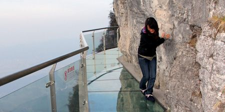 Glass skywalk in ChinaGlasses Bridges, Glasses Skywalker, Girls, Favorite Places, Image, Amazing Places, Fun, China, Tianmen Mountain
