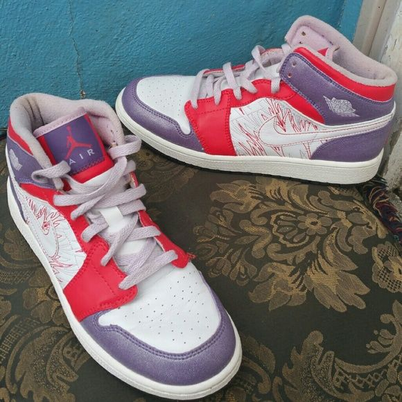 "Kids Youth NIKE Air JORDAN Sneakers Shoes The shoes are in perfect condition. They are purple, orange and white. Size 7Y. ""PRICE FIRM"" Nike Air Jordan Shoes Sneakers"
