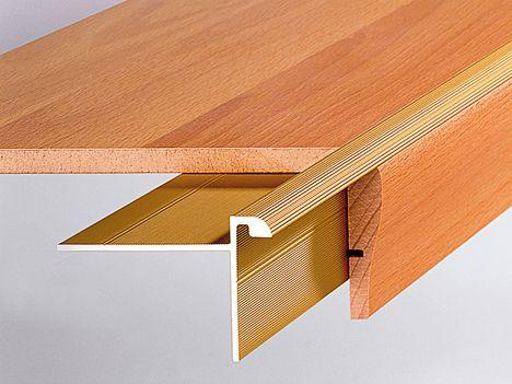 Treppenkantenprofile sind die einzige Möglichkeit, ausgetretene Stufenkanten Ihrer Holztreppe wieder zu richten