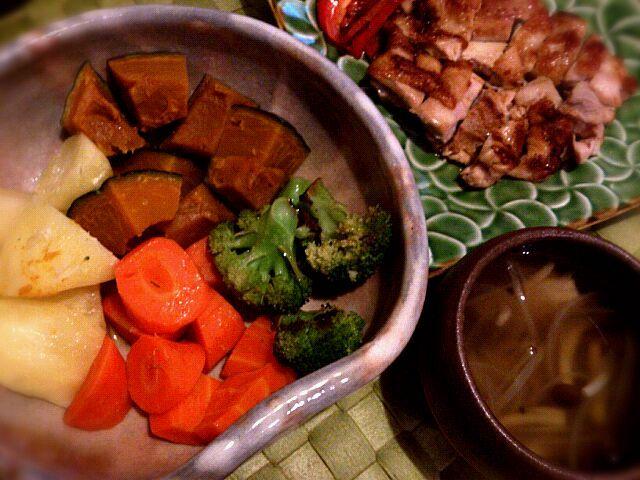 作る気なくて、手抜きですー(^-^; - 1件のもぐもぐ - チキンマリネソテー、温野菜のサラダ、シメジとタマネギのスープ by chee0611