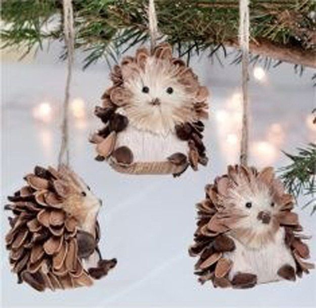 pinecone ornaments - 20 Pine Cone Decorating Ideas For The Holidays | Christmas And Thanksgiving Crafts & Projects by Pioneer Settler at http://pioneersettler.com/pine-cone-decorating-ideas/                                                                                                                                                                                 More