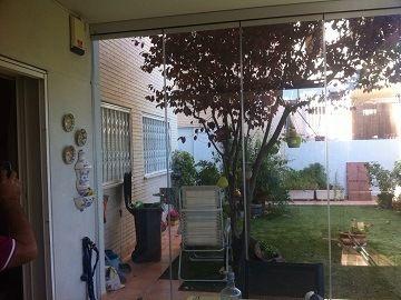 Parte de dentro de las cortinas de cristal de valencia http://www.cerramientosabatibles.com/portfolio/acristalamiento-de-porche-con-cortinas-de-cristal