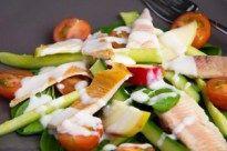 Salade gerookte forel spinazie