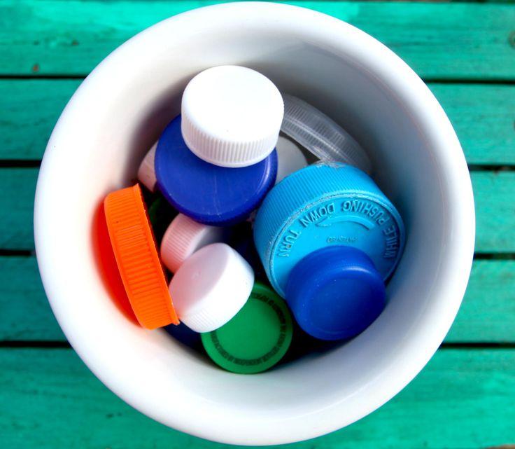 25 Crafty plastic bottle cap reuses!