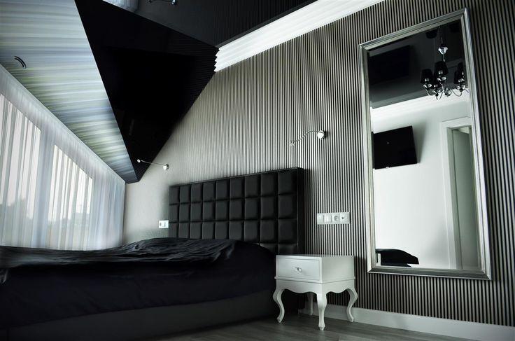 Aranżacja salonu w kolorze szarym - szary salon - wystrój salonu w szarościach.  Zobacz więcej na www.amarantowestudio.pl