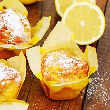 """750g vous propose la recette """"Muffins au citron classiques"""" accompagnée de sa version vidéo pour cuisiner en compagnie de Chef Damien et Chef Christophe."""