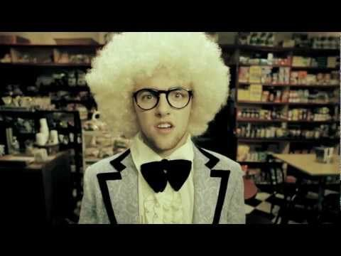 Rex Arrow Films, Rostrum Records & TreeJTV Present...    Mac Miller   Frick Park Market (Produced by ID Labs)  1st Single Off of Mac's Debut Album, Blue Slide Park  Now Available On ITunes:  http://itunes.apple.com/us/album/frick-park-market-single/id457985109    Directed By Ian Wolfson  Produced By Noam Harary  Cinematography By Jon Chen  Chore...