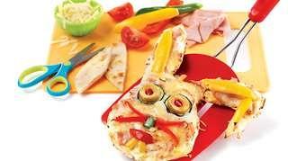 Pizzas amusantes et souriantes   Recettes IGA   Pain naan, Sauce, Recette facile