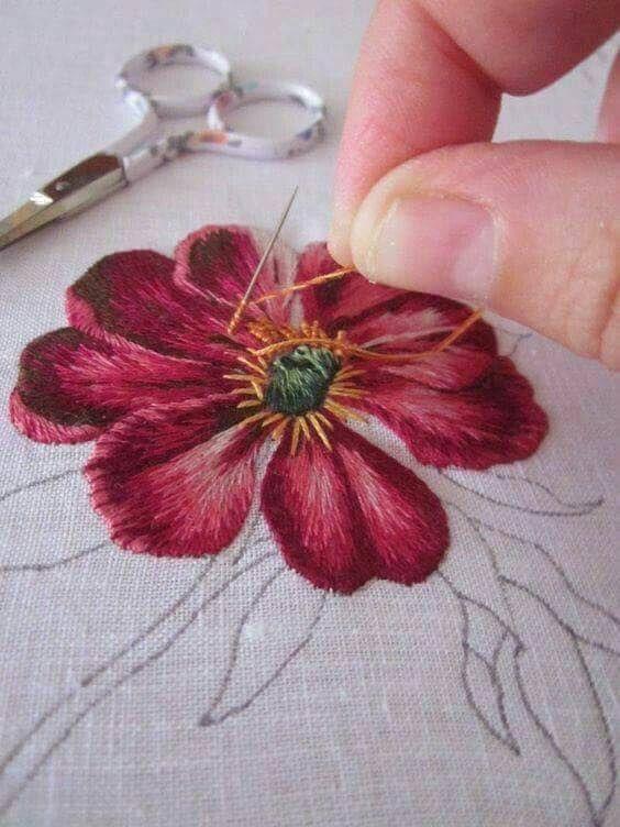 Aprende a Como Bordar Flor en Alto Relieve con Aguja mágica #4 – Aprende Con Diana