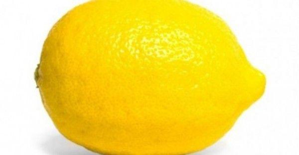 Το κόλπο με το λεμόνι είναι ένα από τα μυστικά καθαρισμού που θα σας παρουσιάσουμε. Δείτε 7 εύκολους και γρήγορους τρόπους να καθαρίσετε τη κουζίνα σας: 1.