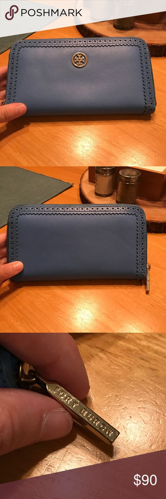 Tory Burch Wallet Tory Burch Robinson Spectator Zip Continental Wallet - In very good condition - the only sign of wear is around zipper. The only reason I'm selling it is because I just recently bought a new wallet that matches my purse Tory Burch Bags Wallets