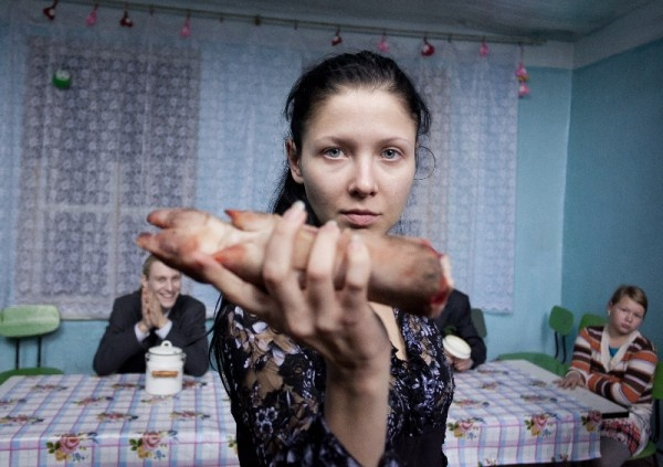 "Cineast: Интервью с Алексеем Федорченко: ""Съемки на Гоа – океан там, пальмы… А я – по щиколотку в навозе..."""