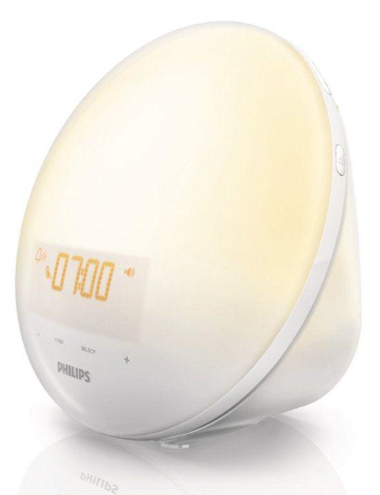 Door de simulatie van de zonsopkomst word je geleidelijk gewekt, waardoor je meer energie hebt in de ochtend. Binnen 30 minuten wordt je kamer gevuld met helder geel licht. Dit proces van veranderend en feller wordend licht stimuleert je lichaam om op een natuurlijke manier wakker te worden. De wake-up light bevat tevens een bedlampje met 10 lichtinstellingen. De helderheid van het scherm kun je naar wens instellen door middel van 4 verschillende instellingen.