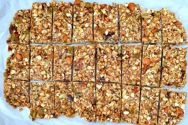easy and healthy homemade granola bars. no-bake and ready in under 10 minutes.