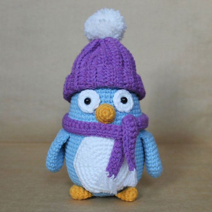 Meet funny amigurumi baby penguins ! These little guys love wearing colorful winter hats and scarfs. The height of finished amigurumi toy is 16 cm.