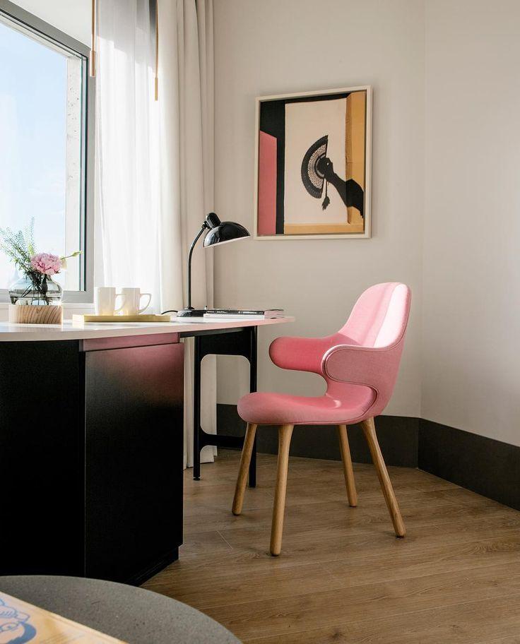 Pink home office   «Полюбила #розовый ❤️ #кабинет #домашнийофис #рабочееместо #интерьер #дизайнинтерьера #pink…»