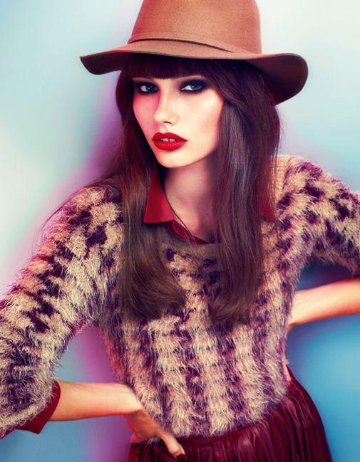Batik sonbahar/kış 2013-2014 koleksiyonunda, leoparlı üstler, birbirinden farklı ve çeşitli trikolar, minik hırkalar, saç örgülü kazaklar, nakışlı taş işlemeli t-shirt'ler, rahat ve bol kesim gömlekler, kalem etekler, şapkalar ve aksesuarlar dikkat çekiyor.  #TerraCity Batik'e bekliyoruz.