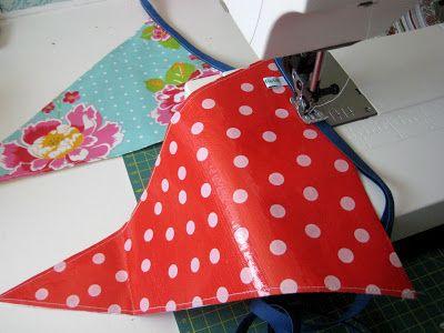 By MiekK: Recycle-Het-Zelf: Vlaggenslinger van Tassen & Tafelkleden
