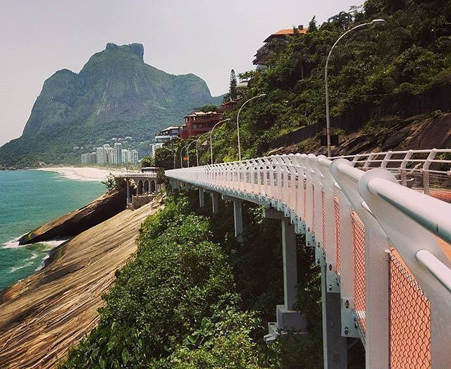 #Ciclovia com uma das mais belas vistas do mundo? TEMOS! Eu que já adoro passar pela Niemeyer por causa da paisagem deslumbrante, vou poder dar minhas pedaladas por lá! Vamos? #vádebike Belo click do @mrccavalcanti
