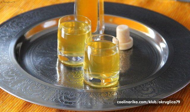 Pa uz veliku količinu domaćih mandarina, rekoh da isprobam! I fenomenalno - rum, mandarine... Mirisi, boje i okusi u čaši (i flaši)! Uživajte!!!